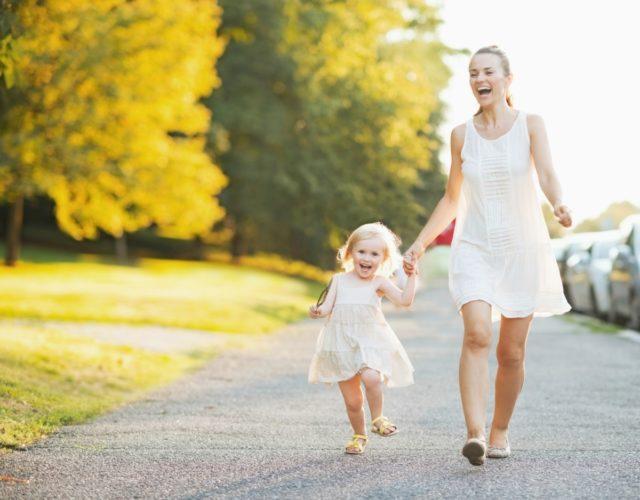 Когда можно гулять с ребенком после прививки АКДС