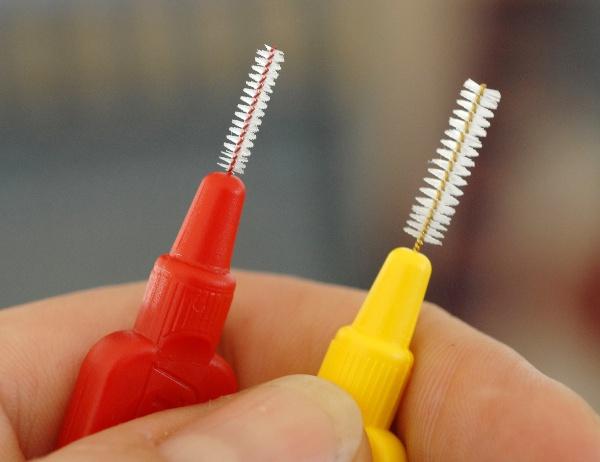 Дентальный ершик для чистки зубов