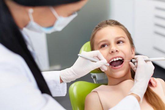 Лечение кислого запаха изо рта у ребенка у стоматолога