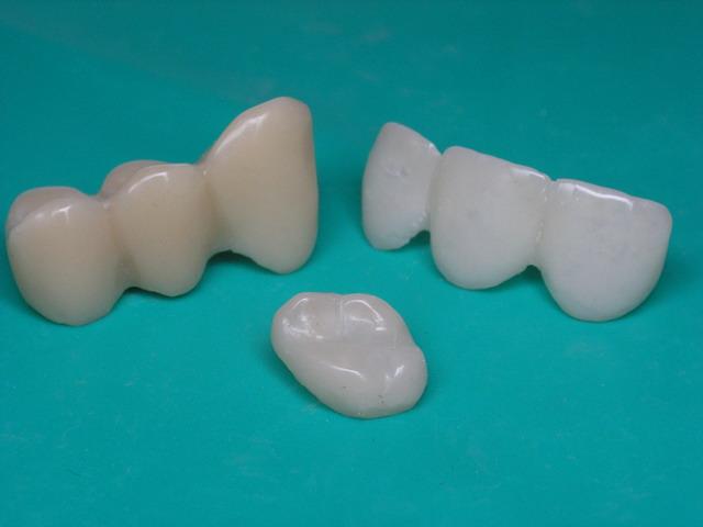 Пластмасса для изготовления временных зубных протезов