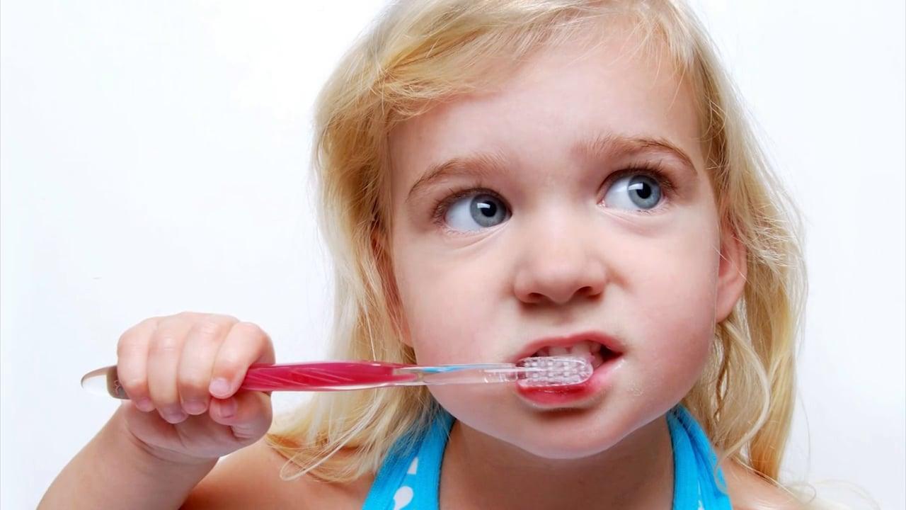 Плохая гигиена полости рта как причина бутылочного кариеса
