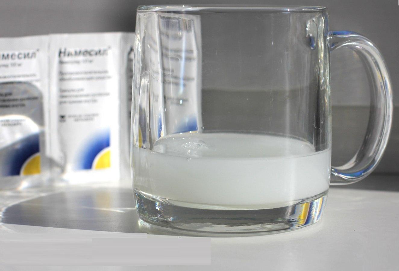 Прием обезболивающих препаратов для снятия болевого синдрома во время гнойного стоматита