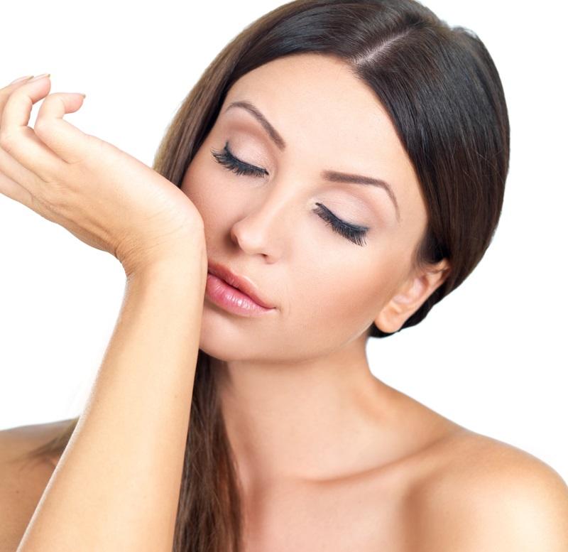 Проверка запаха изо рта с помощью слюны на запястье
