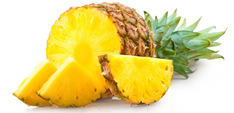Витамин С в ананасах защищает от образования налета и развития заболеваний десен