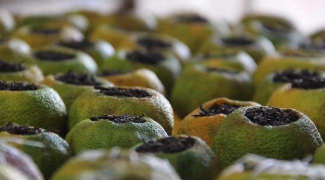 чай пуэр в зеленых мандаринах