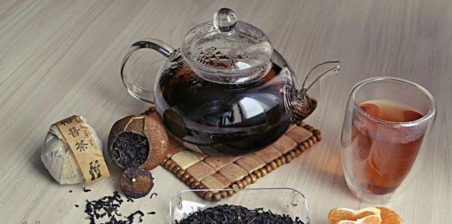 чайник и чашка с пуэр