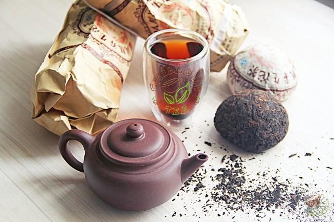 чайник и чашка с пуэром