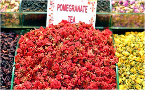гранатовый чай из цветков на рынке