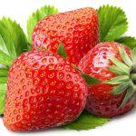 Клубника содержит витамин С и вяжущие вещества и является мощными отбеливателем зубов.