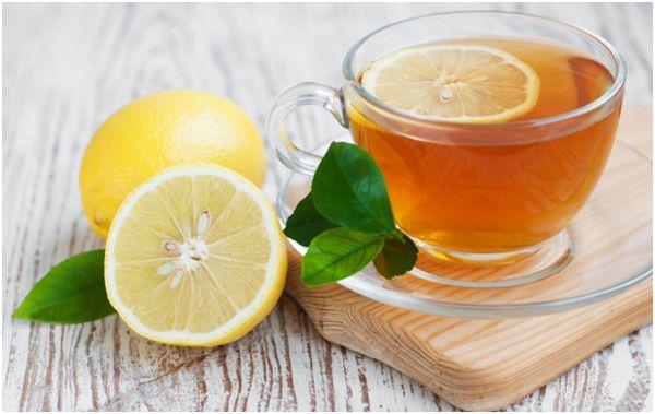 кружка чая и лимоны