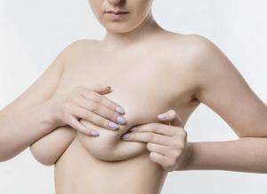 Липома в груди: удалять или нет, лечение
