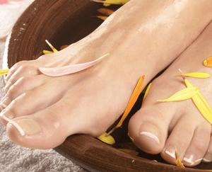 Помогает ли перекись водорода от потливости ног: методы лечения