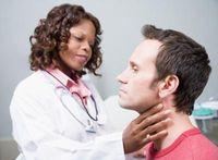Шишка за ухом как лечить
