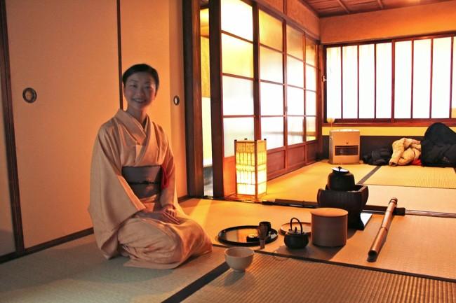 японка в чайном домике