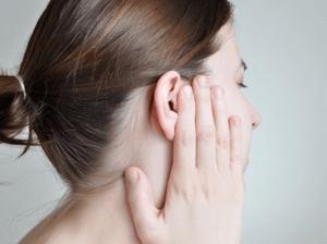 Липомы за ухом: методы лечения